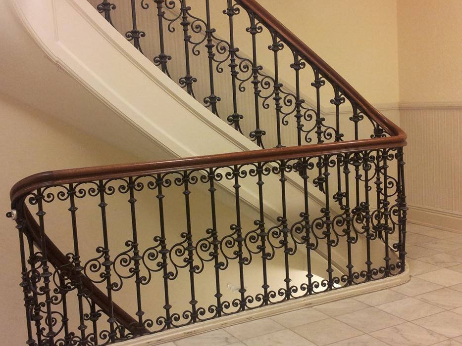 Treppengeländer Holzhandlauf ~ Metall Treppengeländer mit Holzhandlauf wieder in Szene gesetzt